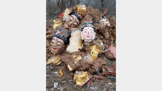 祖師廟の仏像を叩きつぶした後の残骸