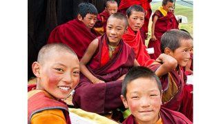 「チベットの僧は子どもたちを教えてはならない」