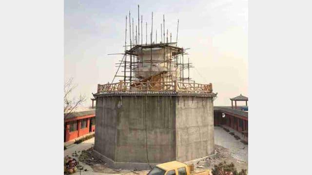 解体工事中の観音像