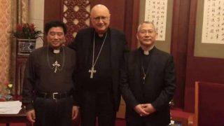 北京の釣魚台国賓館にて、クラウディオ・マリア・セリ大司教(写真中央)、ビンセント・詹思禄司教(写真右)、モンシニョール・ビンセント・郭希錦(写真左)。(UCAニュース)