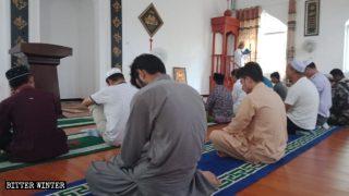 湖北省にあるモスクの内部。