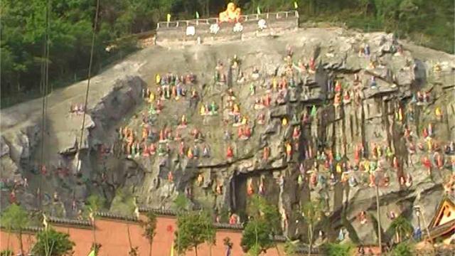 鎮竜寺に並ぶ阿羅漢像の元の様子。(内部筋が提供)