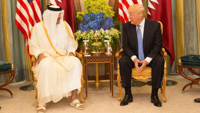 カタールのタミーム・ビン・ハマド・アール=サーニー(Emir Tamim bin Hamad Al Thani)首長とドナルド・トランプ米大統領。