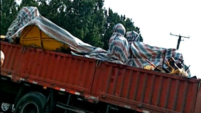 拿馬寺の仏像は、解体され、運び去られた。