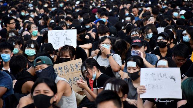 8月22日、1,000人を超える香港の中学生がストライキに加わった(写真:VOA/Iris Tong)。