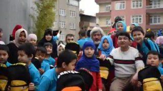 イスタンブールの奇跡: トルコに逃れた難民が通うウイグル族の学校