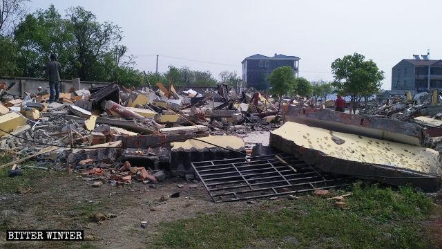 4月11日、西寺でさらに複数の部屋とお堂が壊された。