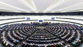欧州がナチスと共産主義を同一視: 共産主義の中国は?